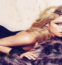 TuneWAP Shakira Sexy Pose